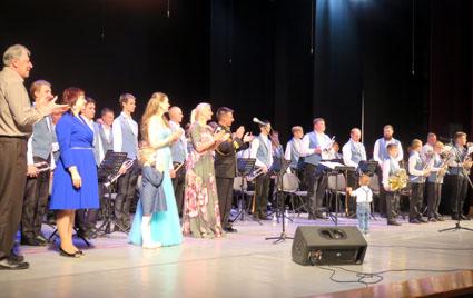 В Тихвине аплодировали духовому оркестру